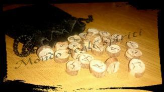 rune-in-legno-inciso-a-fuoco-sacchetto-mondo-degli-spiriti