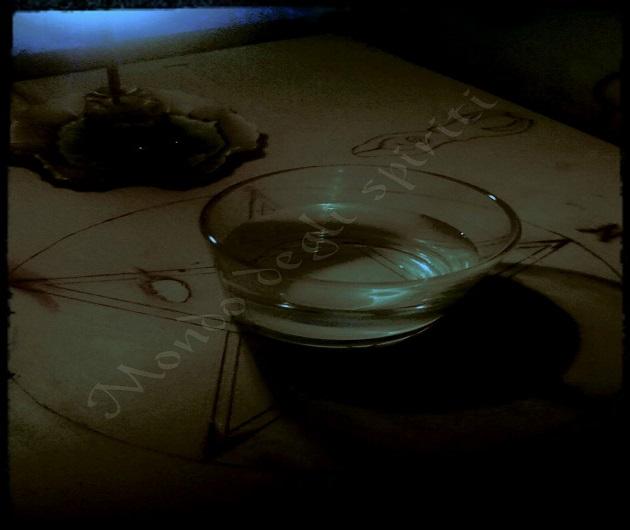 acqua-benedetta-acqua-santa-magnetizzata-mondo-degli-spiriti